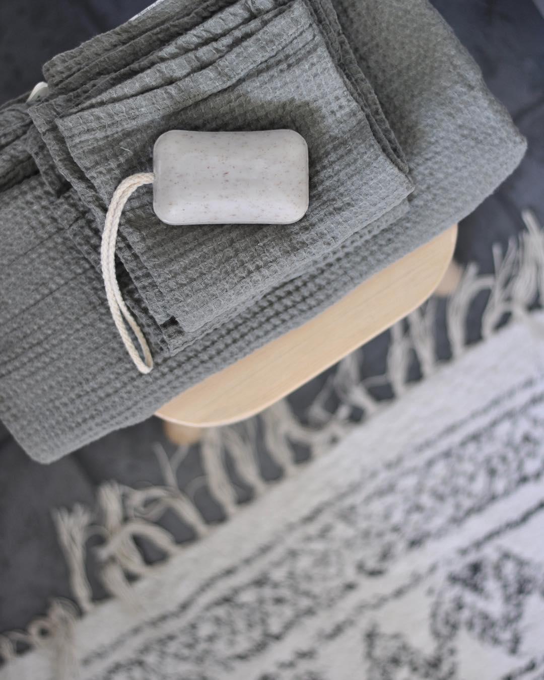 Dessa tunna vfflade handdukar i nya frgen khaki frn ellosofficialhellip