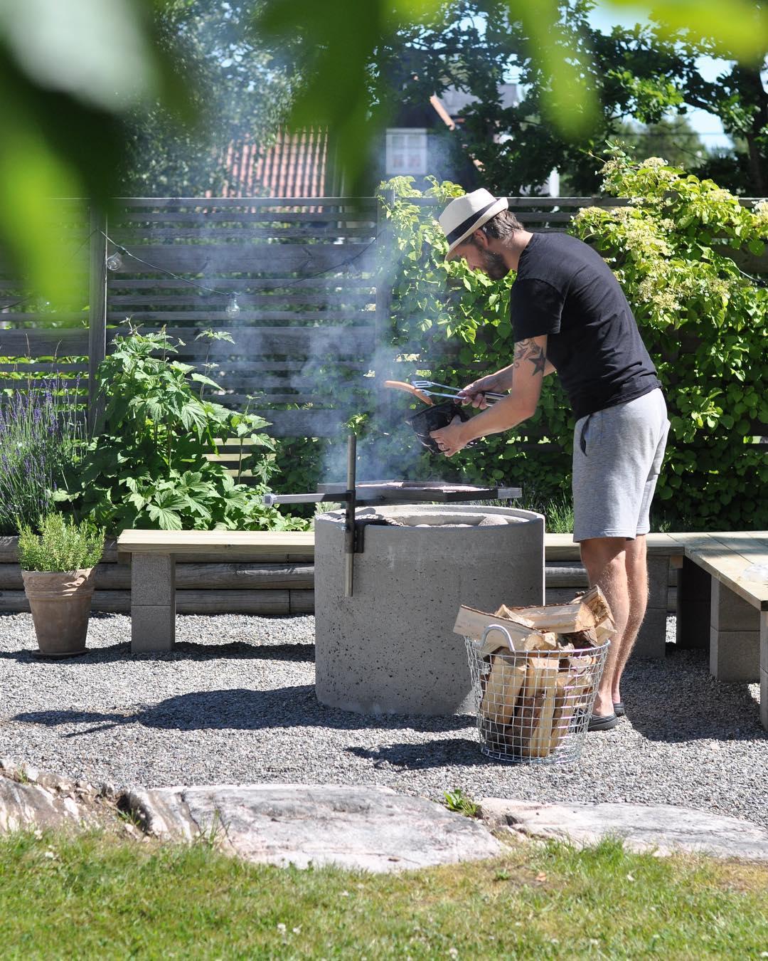 Inviger nybyggda grillplatsen!