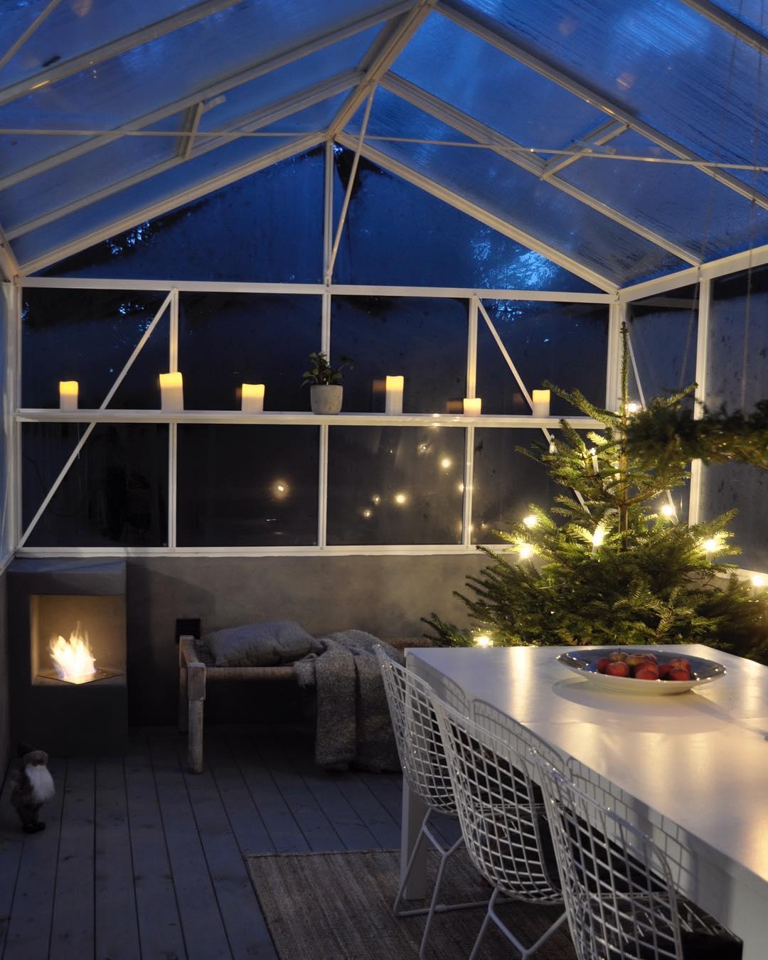 Vxthuset r nstan som mysigast vid jul med brasa granhellip